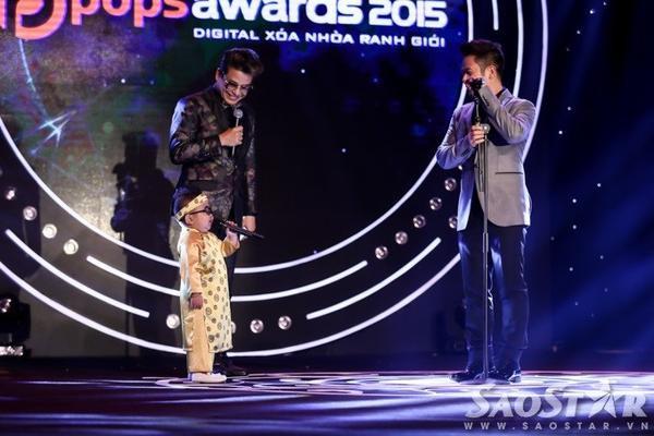 MC Thanh Bạch và ca sĩ Bằng Kiều rất phấn khích với màn xuất hiện của Ku Tin trên sân khấu.