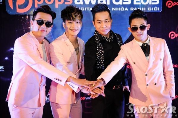 """Nhóm HKT và """"đàn anh"""" Quách Tuấn Du."""