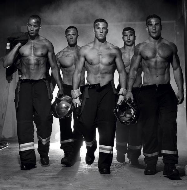 Các chàng trai không phải là những người mẫu nhưng body không hề kém bất cứ siêu mẫu nam nào.