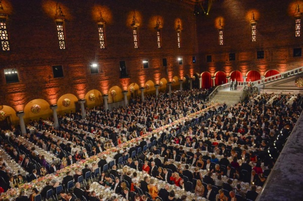 General view of the Blue Hall, with the Table of Honour (C), during the banquet in Stockholm City Hall December 10, 2015.  REUTERS/Jonas Ekstromer/TT News Agency