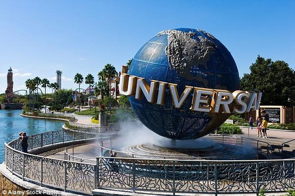 Số lượng các công viên giải trí của hãng Universal cũng không kém cạnh Disney, với các địa điểm mở tại California, Florida, Nhật Bản và Singapore.