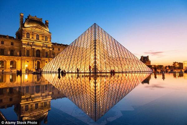 Năm 2014 ghi nhận bảo tàng Louvre là bảo tàng được đông khách đến viếng thăm nhất thế giới, với 9,3 triệu lượt khách.