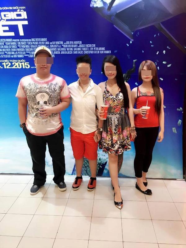 Bốn người trong gia đình chị H.đi xem phim tại siêu thị Lotte quận 7 đếm 12/12.