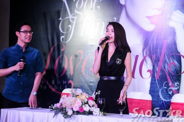 Nữ ca sĩ chia sẻ với truyền thông về sản phẩm âm nhạc mới.