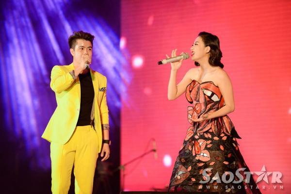 Cô còn có tiết mục kết hợp thú vị cùng ca nhạc sĩ Đinh Mạnh Ninh.