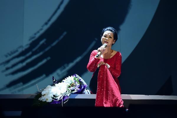 Danh ca Khánh Ly.