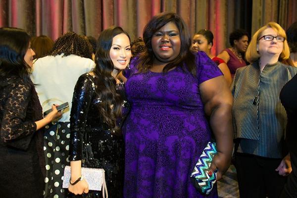Nhân sự kiện Muse Awards, Hà Phương gặp lại nhiều người quen và bạn bè thân thiết trong giới nghệ thuật ở Hollywood. Tiêu biểu như Gabourey Sidibe - nữ diễn viên từng được đề cử giải Quả cầu vàng và Oscar cho hạng mục Nữ diễn viên chính xuất sắc qua bộ phim Precious.