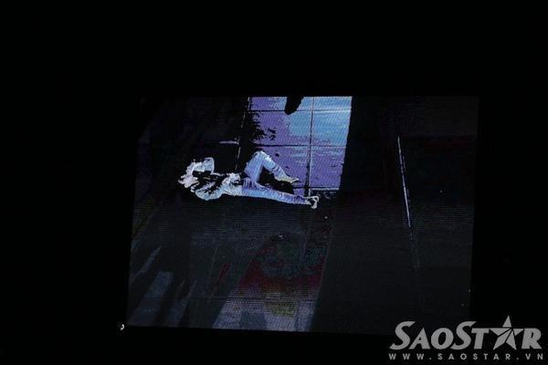 Bộ ba còn khen ngợi khoảnh khắc nằm ra sân khấu hát của Sơn Tùng.