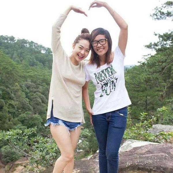 Tình cảm của Minh Hằng và Mỹ Duyên không còn phân biệt giữa fan và thần tượng mà đã từ lâu xem nhau như chị em ruột thịt