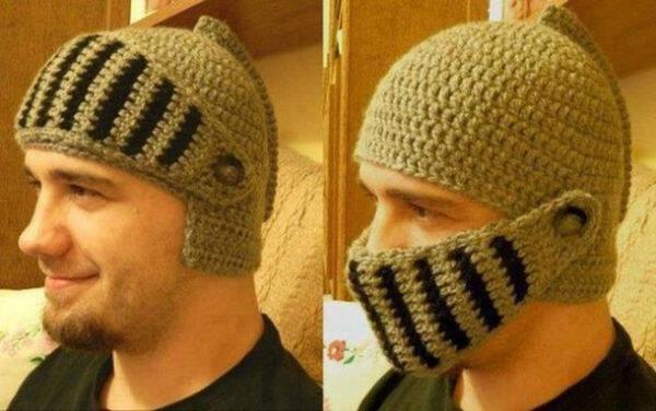 """Mũ len kiểu chiến binh Hy Lạp ấm mà """"độc""""."""