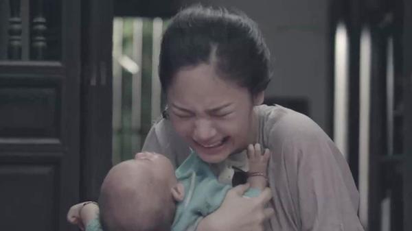 Thanh Nga đã phải trải qua những năm tháng cơ cực, nuôi con một mình và nuốt nước mắt khi nghe tin chồng đã hi sinh