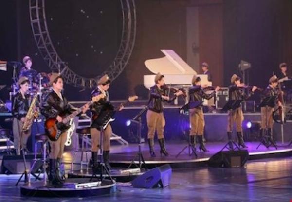 Nhóm nhạc trong muột buổi diễn tại Bình Dưỡng.
