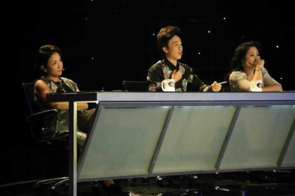 Bộ ba giám khảo Mỹ Linh, Hoài Linh, Hồng Vân