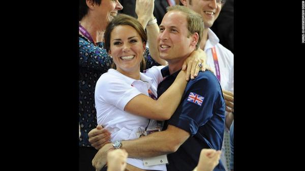 Hoàng tử William và công nương Kate chọn cuộc sống vô cùng giản dị như những người bình thường khác.