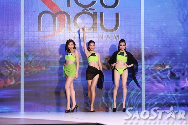 Phan Linh (ở giữa) với phong thái trình diễn, tự tin và lôi cuốn của cô nàng khiến người xem không thể rời mắt.