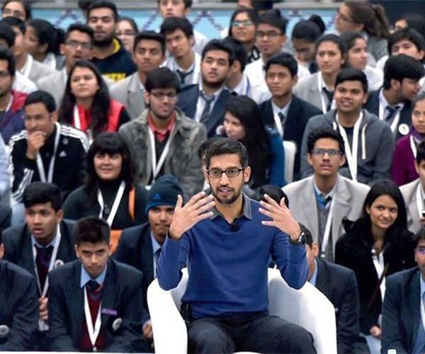 """Trước khi đến Việt Nam, """"ông trùm"""" Google cũng đã có một buổi trò chuyện cùng các sinh viên và giới công nghệ Ấn Độ."""