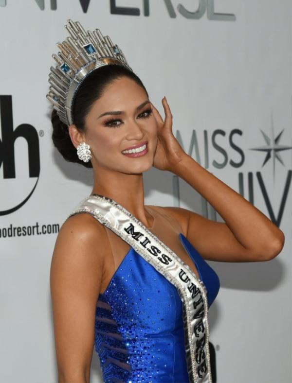 Tân Hoa hậu có ngày đăng quang không trọn vẹn.
