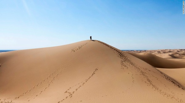 dunes-dude-alone-exlarge-169