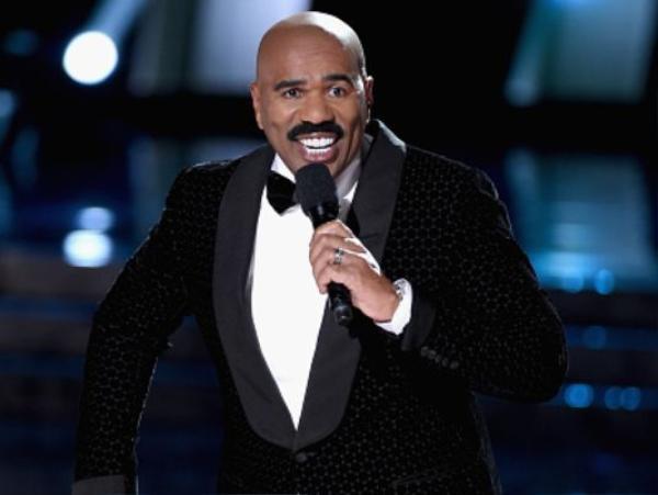 """Là kẻ """"tội đồ"""" với công chúng như Steve vẫn được ban tổ chức cuộc thi mời chủ xị năm tới."""