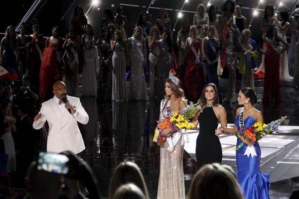 MC Steve Harvey trong giây phút tuyên bố đọc nhầm kết quả Hoa hậu Hoàn vũ 2015.