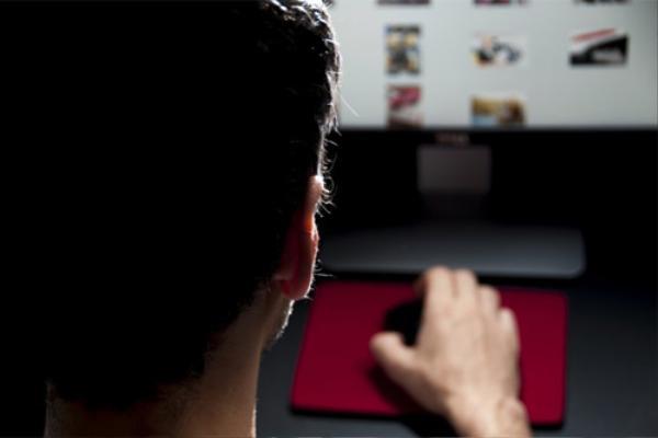 Hacker thâm nhập tài khoản của người nổi tiếng bằng cách hack tài khoản bạn bè của họ.