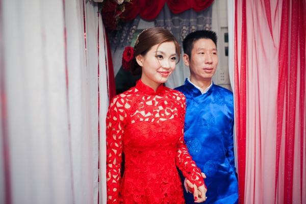 Lễ ăn hỏi có sự chứng kiến của gia đình 2 bên vào lúc 15h. Chiều tối cùng ngày, đám cưới sẽ được diễn ra tại một nhà hàng ở Vĩnh Long.