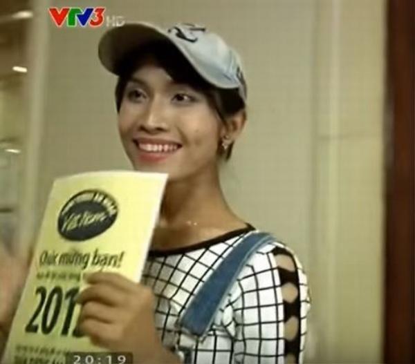 Với chất giọng khỏe khoắn và khả năng hát tiếng Anh tốt, Hy Sa B từng gây ấn tượng tốt với khán giả truyền hình qua một số cuộc thi âm nhạc.
