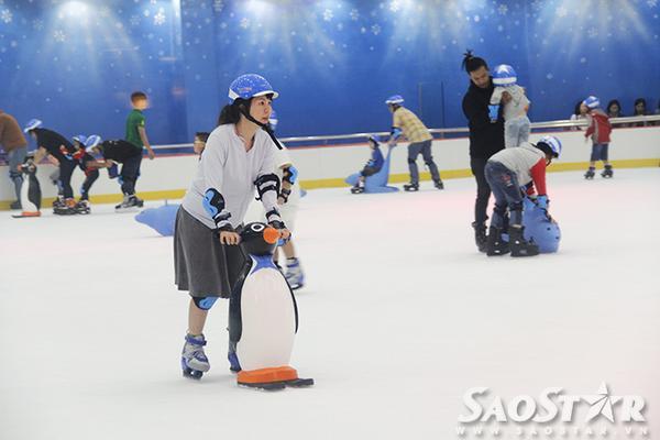 Tha hồ trượt băng trong không gian đúng phong cách châu Âu.