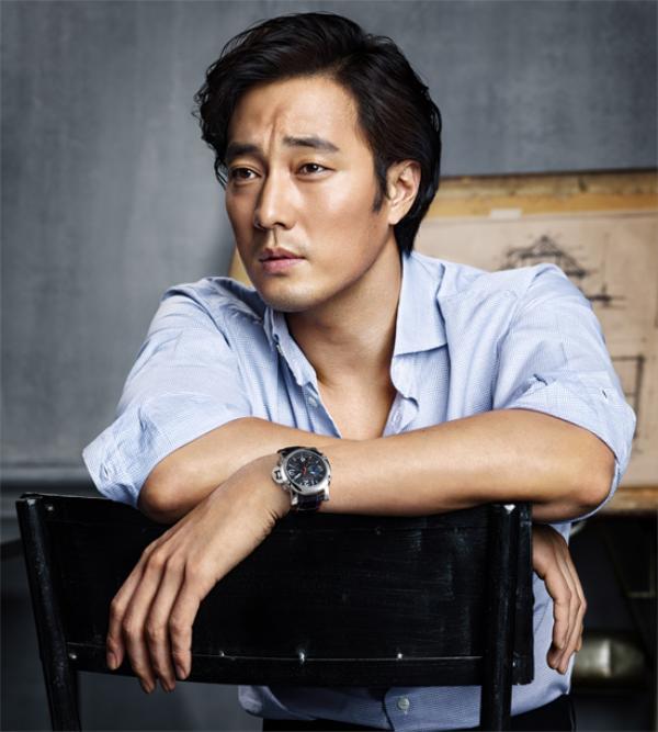 Tài tử Xin lỗi, anh yêu em có nhiều mối tình đẹp trong phim nhưng ngoài đời vẫn lẻ bóng. Anh là một trong những ngôi sao độc thân quyến rũ nhất xứ Hàn. Ở độ tuổi 38, So Ji Sub đã xây dựng được cơ ngơi khang trang với xế hộp 200.000 USD, cat-xê mỗi tập phim vào khoảng 80.000 USD cùng 2 tòa nhà ở Non Hyun Dong, Gangnam và 1 villa ngụ tại Han Nam Dong.