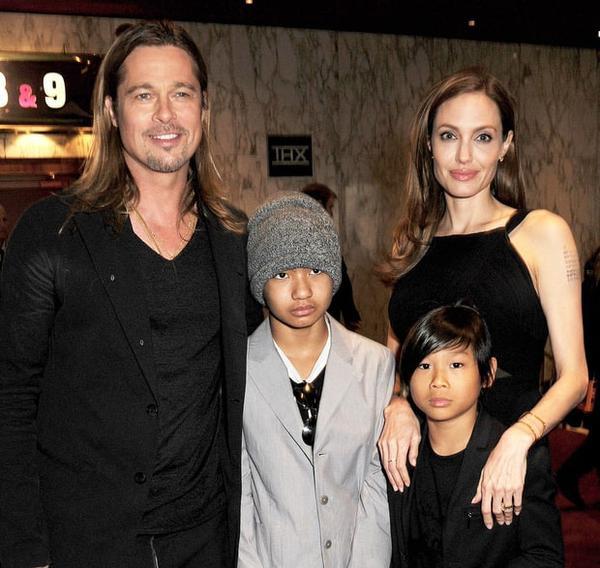Pax và anh trai Maddox dự buổi công chiếu phim mới của bố mẹ.