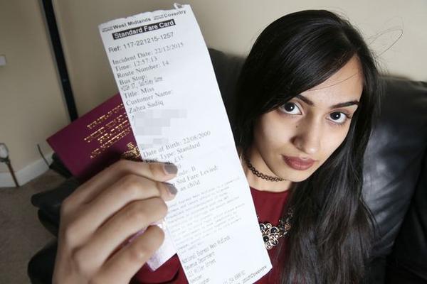 Chiếc vé mà nhân viên cấp vé cho Zahra là hoàn toàn hợp lệ nhưng không hiểu vì sao nhân viên soát vé lại đuổi cô khỏi xe