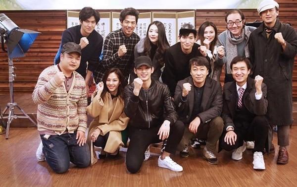 Kim Soo Hyun, Sulli và ê-kíp của Real.