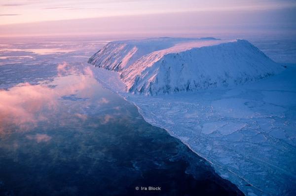 Biên giới giữa Nga và Mỹ được xác định bởi một hòn đảo nằm cách Chukotka và Alaska chỉ 35 km. Tuy gần là vậy nhưng múi giờ chênh lệch nhau đến 21 tiếng !