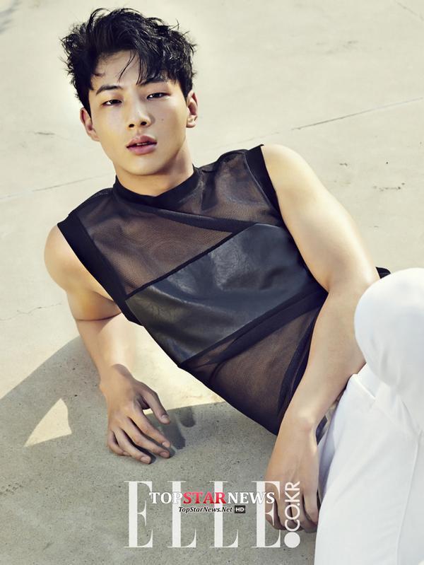 IU-nhan-gach-da-vi-duoc-moi-dong-moon-lovers-06