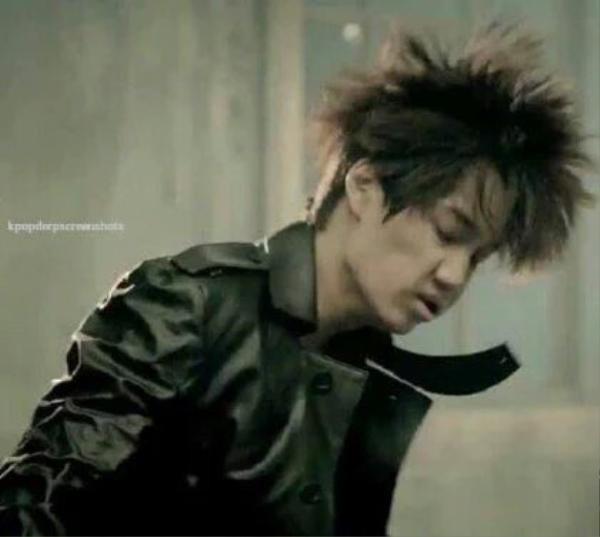 Bức ảnh của Kai (EXO) mà Rap Monster đăng nhầm.