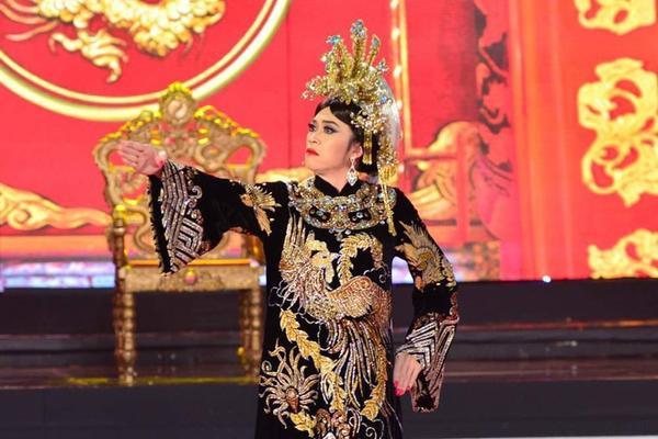 Hoài Linh cho biết, anh đã nung nấu ý định vào vai Thái hậu Dương Vân Nga từ lâu để thể hiện tình yêu và sự tâm đắc của anh dành cho vở diễn nói riêng và bộ môn cải lương nói chung.