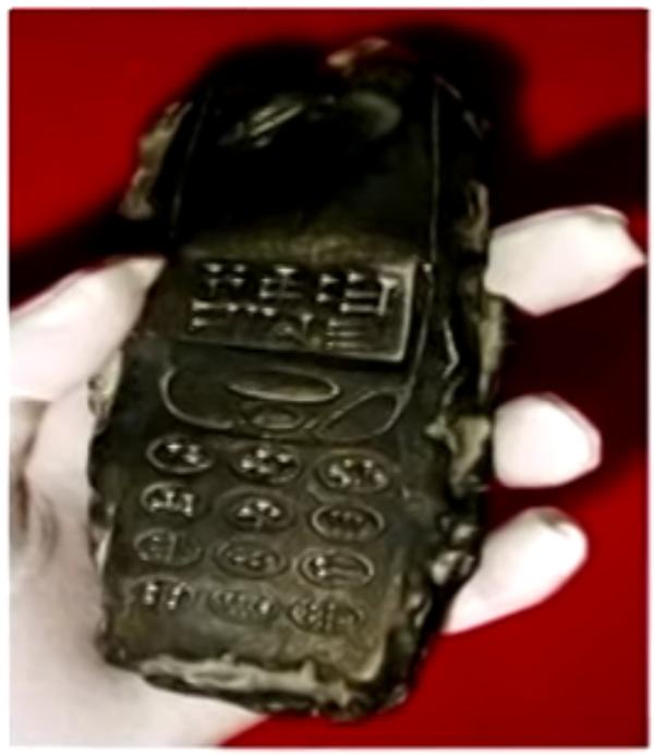 Kiểu dáng rất giống với chiếc điện thoại di động những năm 1990