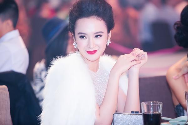 Angela Phương Trinh gợi cảm với đầm xuyên thấu