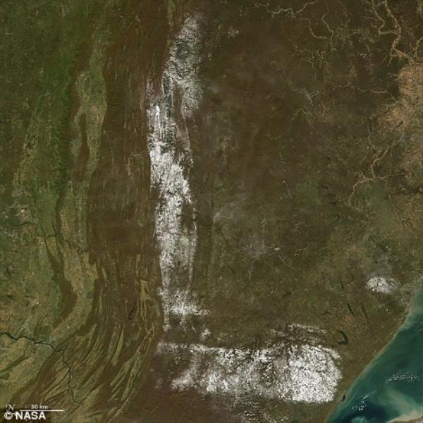 Tuyết rơi ở đông bắc Hoa Kỳ tạo hình chữ L.