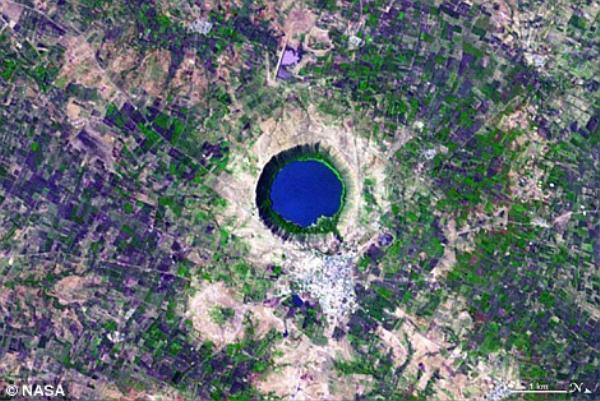 Chữ Q tìm thấy trên bản đồ vùng Lonar Crater ở Ấn Độ.