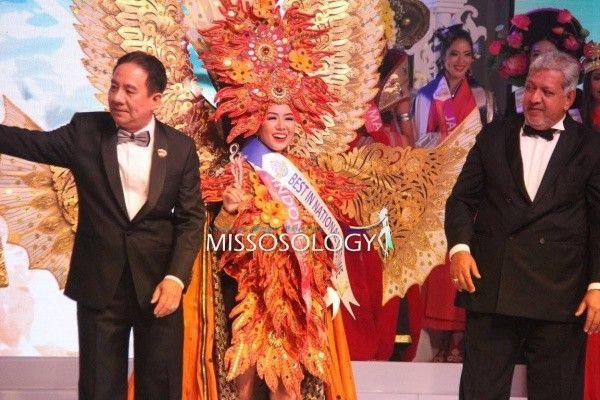 Người đẹp Indonesia nhận giải Trang phục dân tộc đẹp nhất.