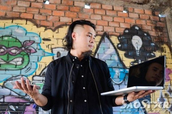 Producer Dương K (Phạm Khánh Dương) - là thành viên của Oringchains - band nhạc rock - với vai trò Keyboardist/ Producer. Người từng tạo dấu ấn khi hòa âm các bản hit Tôi thấy hoa vàng trên cỏ xanh (Remix), Âm thầm bên em (Sơn Tùng M-TP)...