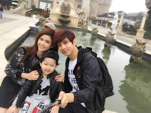 Trương Quỳnh Anh, Tim và bé Sushi trong một chuyến du lịch.