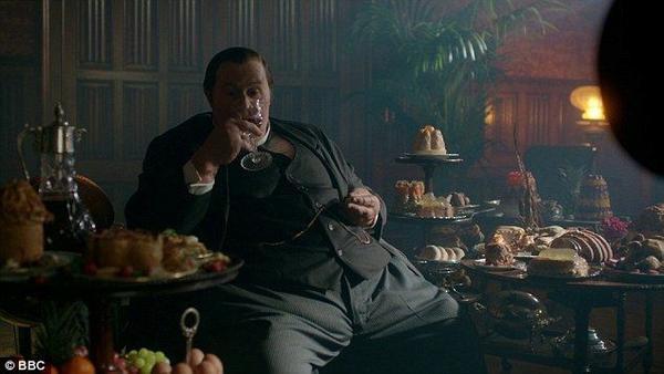 """Mycroft Holmes - nhân vật làm fan """"hết hồn"""" nhất tập phim"""