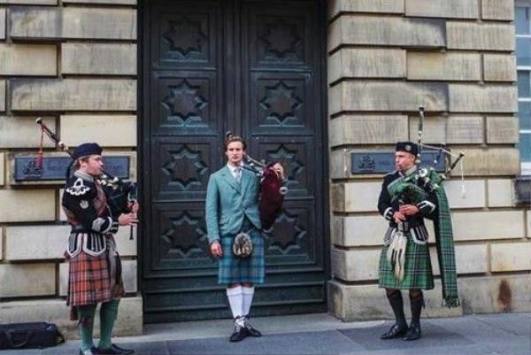 Lịch sử và văn hóa cổ xưa của Edinburgh trên từng góc phố.