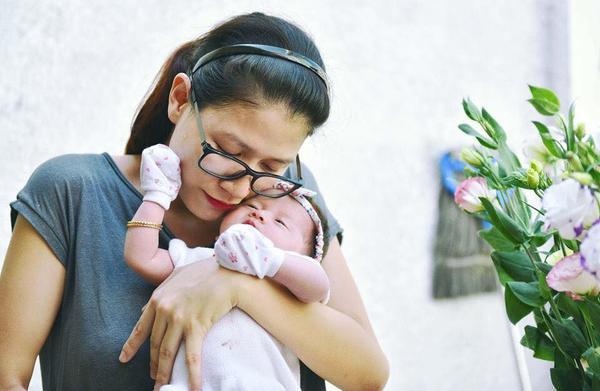 Trang Trần và con gái.
