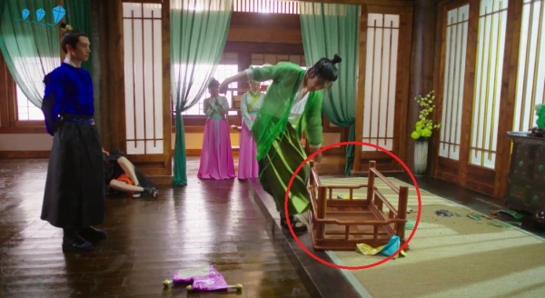 muon-su-ngheo-cua-thai-tu-phi-thang-chuc-ky-06