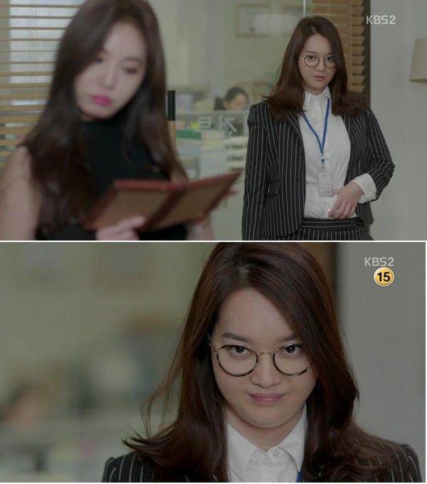 """Trong tập đầu tiên, nhân vật của Shin Min Ah xuất hiện với hình ảnh luật sư thành đạt, làm việc tại hãng luật lớn. Một lần, Joo Eun tiếp một vị khách nữ có thân hình gợi cảm, diện bộ váy đen bắt mắt. Đứng trước người phụ nữ này, Joo Eun có phần thiếu tự tin. Vị khách nữ quan sát phòng làm việc, trông thấy bức ảnh cũ của Joo Eun và bạn trai Woo Shik, người phụ nữ hỏi: """" Anh ta là vận động viên bơi lội đúng không? Còn cô gái bên cạnh là ai vậy?"""", cô gái mà vị khách nhắc đến là Joo Eun thời vẫn còn thon thả. Cảnh quay thể hiện ngoại hình đối lập của Joo Eun với quá khứ được thống kê có 399.864 lượt xem."""