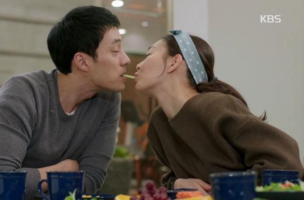 Nụ hôn đồ ăn là chi tiết dường như không thể thiếu trên màn ảnh Hàn ngày nay. Tập 9 của Oh My Venus không ngoại lệ mặc dù phim mang nội dung giảm cân. Thay vì socola hay bánh mỳ, cặp đôi Joo Eun - Young Ho thưởng thức rau củ và tranh thủ trao nhao nụ hôn tình cảm. Cảnh quay này nhận được 344.067 lượt xem.