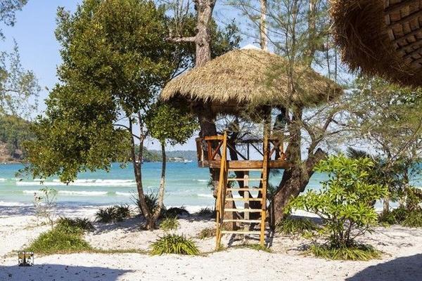 Những khu nhà trên cây rất độc đáo trên đảo Koh Rong Saloem.